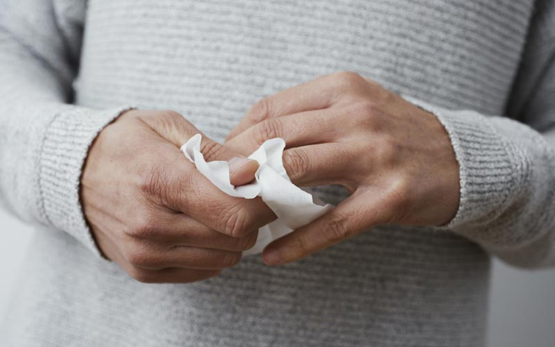 how to use a wet wipe